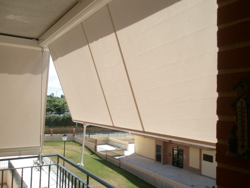Persianas dur m s de 50 a os dando forma a sus sue os cortinas estores persianas toldos - Persianas para balcones ...
